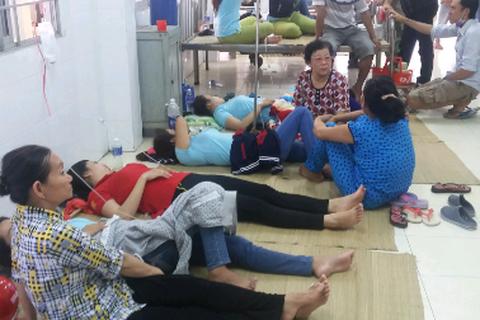 Hàng chục công nhân phải cấp cứu nghi bị ngộ độc thực phẩm