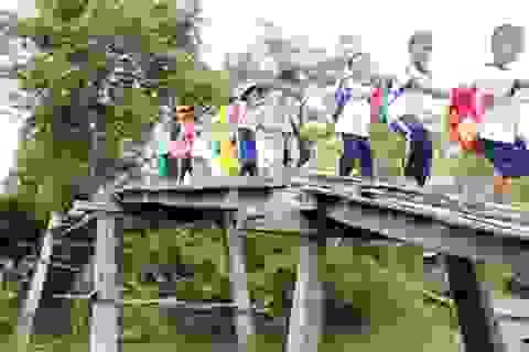 """""""Thấy tụi nhỏ té sông mà thương"""": Sẽ xây cầu sắt bắc qua kênh Tây Xếp"""