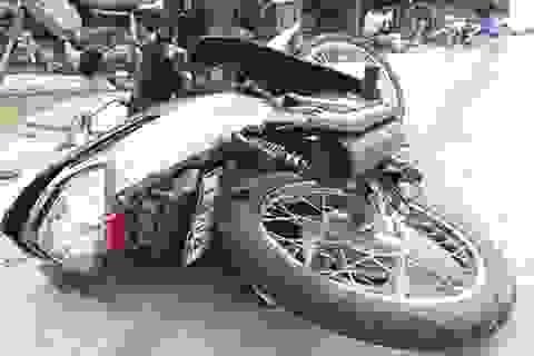 Người dân truy bắt lái xe ô tô gây tai nạn rồi bỏ chạy