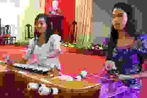 """Những sinh viên """"giữ lửa"""" cho nghệ thuật truyền thống của đồng bào Khmer"""