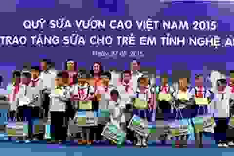 500 thùng sữa đến với trẻ em vùng lũ Quảng Ninh