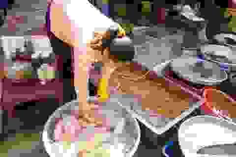 Chợ truyền thống ùn ứ người mua đồ cúng tiễn ông Táo