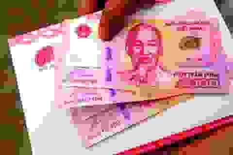 """Người dân TPHCM """"hóng"""" ngày để sở hữu tiền lưu niệm 100 đồng"""