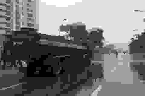 Xe môi trường phun nước rửa đường giữa trời mưa?