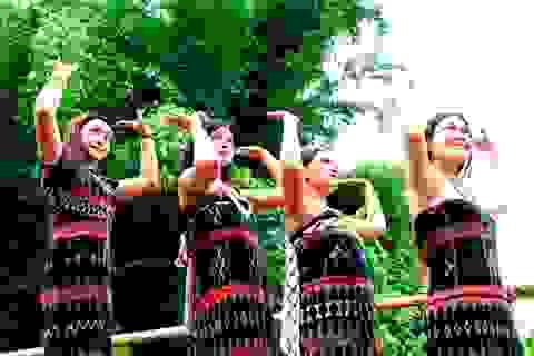 """Độc đáo vũ điệu """"tung tung za zá"""" của đồng bào Cơtu – Quảng Nam"""
