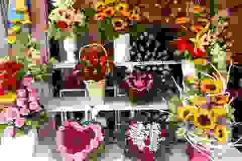 "Valentine ""gõ cửa"", hoa hồng vẫn ""phập phồng"" chờ khách"
