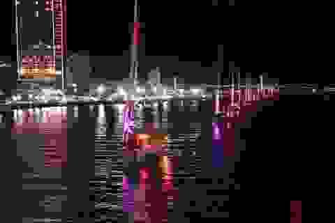 """""""Biển người"""" xem thuyền buồm diễu hành trên sông Hàn"""