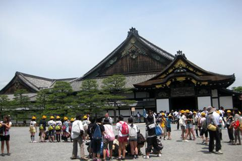 Hoàng cung Kyoto - địa điểm không thể bỏ qua khi đến Nhật Bản