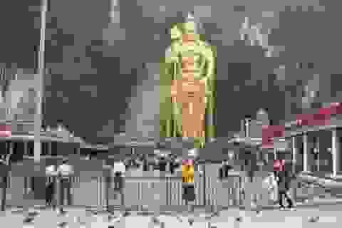 Tham quan thánh địa động Batu ở Malaysia