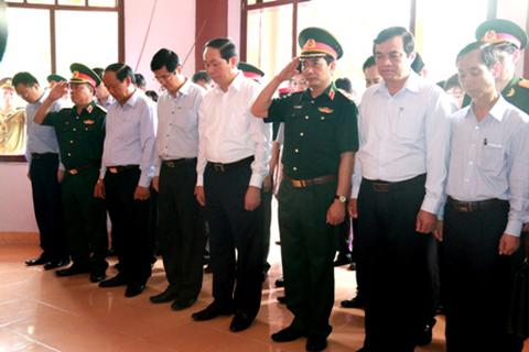 Chủ tịch nước dâng hương tưởng nhớ các liệt sĩ an ninh Khu 5