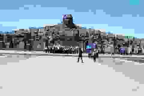 Hàng nghìn du khách tham quan làng bích họa Tam Thanh