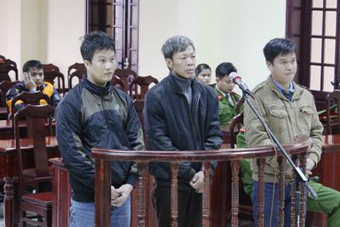 Hai cha con cùng vào tù vì mua bán hàng trăm kg thuốc nổ