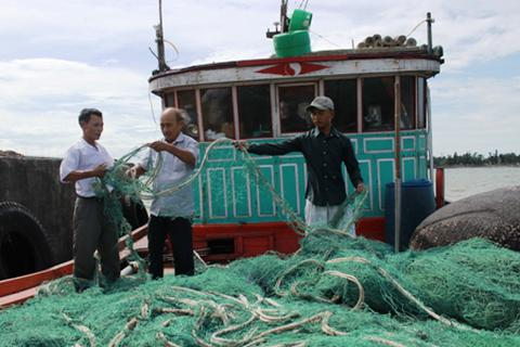 Tàu Trung Quốc phá ngư lưới cụ của 4 tàu cá Việt Nam