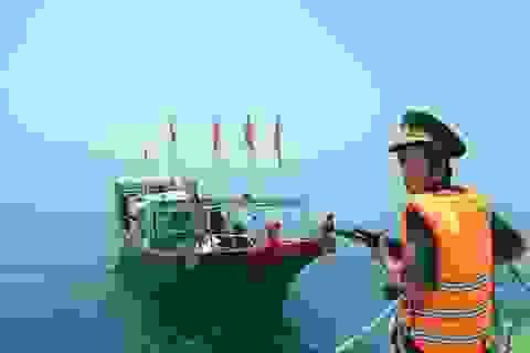 Đuổi tàu cá Trung Quốc xâm phạm vùng biển Việt Nam