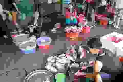 """Cá tầng nổi """"an toàn"""", người tiêu dùng vẫn """"né tránh"""" hải sản"""