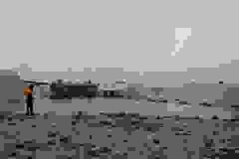 Người dân ùa ra phản đối Công ty khai thác ti tan lấn chiếm đất