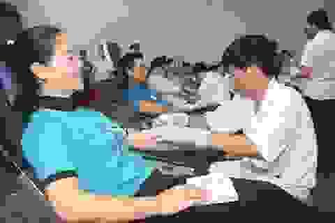 Hơn 200 lao động hiến khoảng 190 đơn vị máu