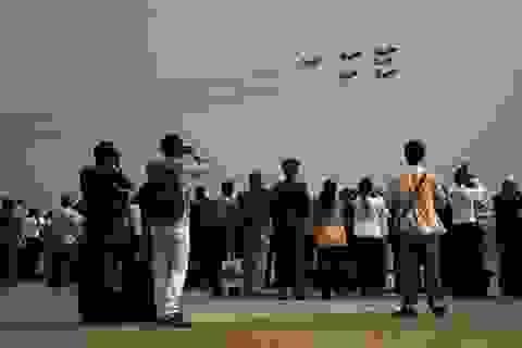 Máy bay múa lượn trên không trong triển lãm hàng không Chu Hải