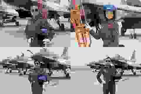 """Trung Quốc """"khoe"""" đội nữ phi công bay trình diễn"""