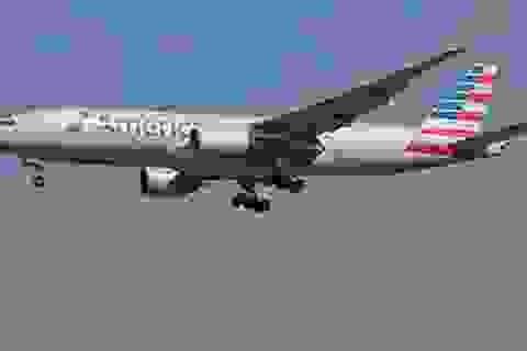 Máy bay Mỹ hạ cánh khẩn cấp tại Nhật, 14 người bị thương