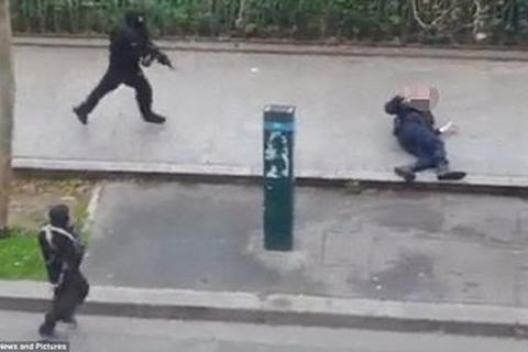 Cảnh sát bị bắn chết trong vụ tấn công tòa báo Pháp là người Hồi giáo