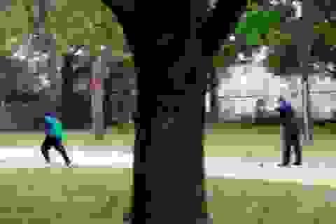 Rúng động vụ cảnh sát bắn 8 phát đạn vào người da màu không vũ khí
