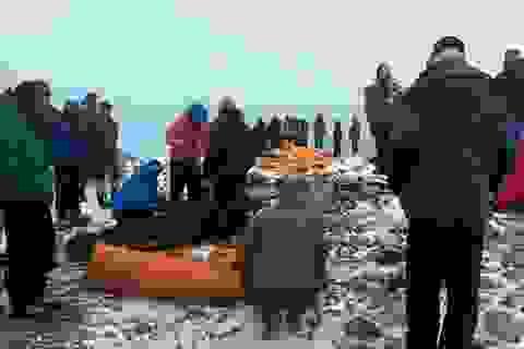 Cận cảnh trại leo núi tan hoang sau lở tuyết