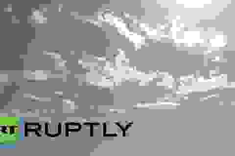 Máy bay Nga làm xiếc, vẽ trái tim đẹp mắt trên không trung