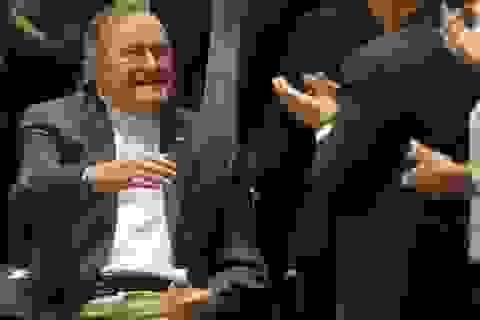 """Cựu Tổng thống Mỹ Bush """"cha"""" bị ngã vỡ xương cổ"""