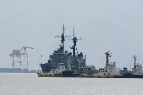 Philippines bố trí máy bay chiến đấu, tàu khu trục đề phòng Trung Quốc