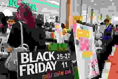 Người Hà Nội đổ xô đi mua đồ giảm giá ngày Black Friday