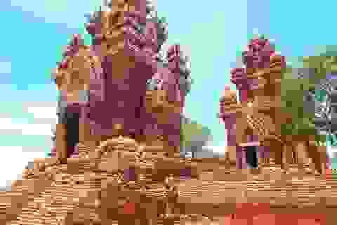 Khám phá vẻ đẹp cổ kính của quần thể tháp Chăm Poklongarai