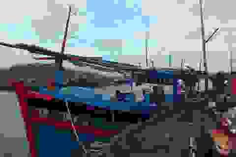 """Tàu cá cùng 8 ngư dân bị """"tàu lạ"""" tấn công, cướp tài sản ở Hoàng Sa"""