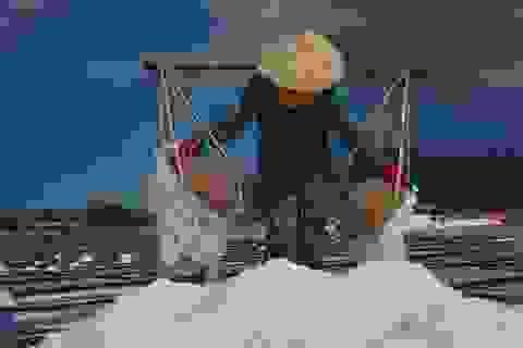 """Diêm dân """"mếu"""" vì bán 40kg muối mới mua được tô bún"""