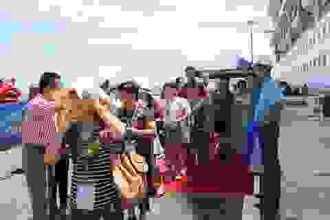 """Cảng quốc tế Cam Ranh lần đầu đón du thuyền """"khủng"""" ghé thăm"""