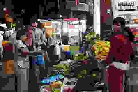 """Nha Trang: """"Phố Tây"""" nhộn nhịp về đêm, hàng quán """"khấm khá"""" nhờ khách Nga"""