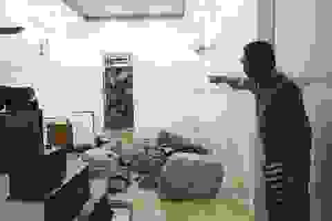 Kinh hãi cảnh đất đá ào vào nhà dân trong đêm