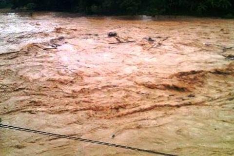 Huyện miền núi Quan Sơn bị cô lập do nước lũ