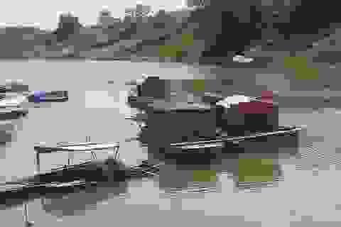 """Vụ cá chết trên sông Bưởi: Hàng trăm ha lúa """"khát nước"""""""
