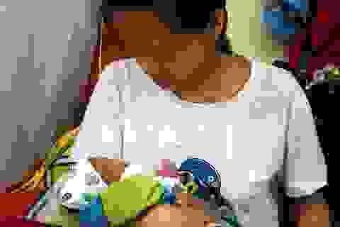 Vụ suýt bị chôn sống: Bé gái sơ sinh đã xuất viện về nhà