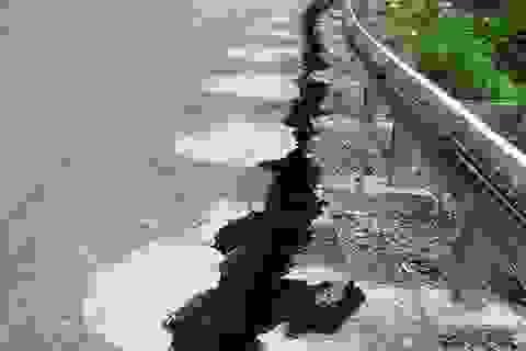 Quốc lộ 217 bị nứt bất thường