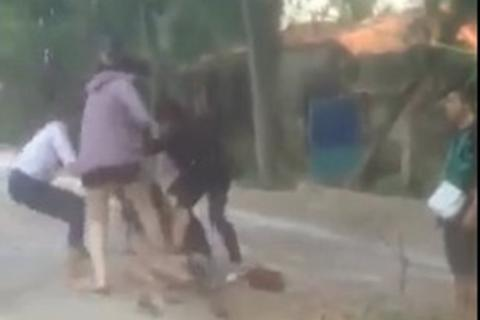 Công an xác định nhóm người đánh, lột quần áo nữ sinh giữa đường