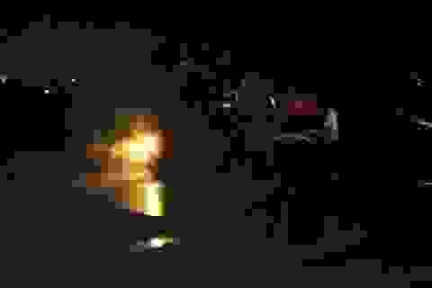 Xe tải bỗng dưng bốc cháy khi đang lưu thông