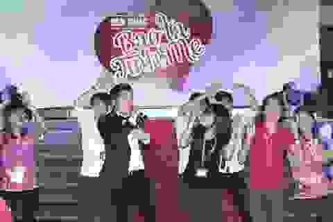 """TPHCM: Lam Trường hát sung giữa """"vòng vây"""" sinh viên Luật"""