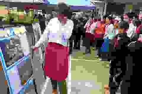 Cô gái H'Mông mù chữ gửi gắm khát khao đi học qua bức ảnh