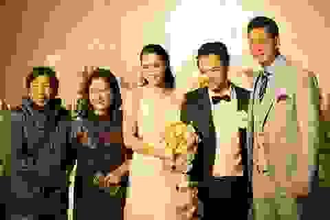 """Vừa giành """"Mai Vàng"""", Bình Minh bay ra HN dẫn đám cưới Trang Nhung"""
