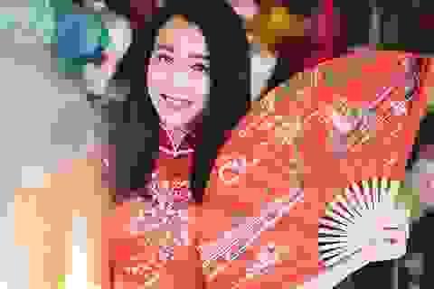 """""""Bạn gái màn ảnh"""" của Sơn Tùng MTP rạng rỡ xuống phố xuân"""