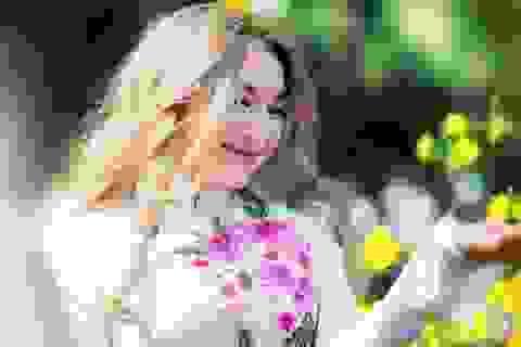 Thiếu nữ Sài Thành lãng mạn dạo phố hoa ngày Xuân