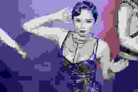 Những người đẹp Việt vấp sự cố lộ nội y khi trình diễn