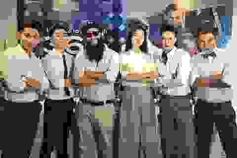 """Đạo diễn """"Kong: Skull Island"""" khoe clip đi chơi cùng Ngô Thanh Vân"""